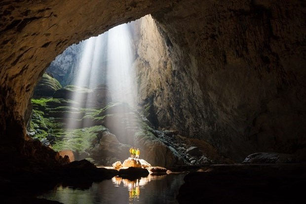 Domestic tourists to Son Doong cave increase hinh anh 1
