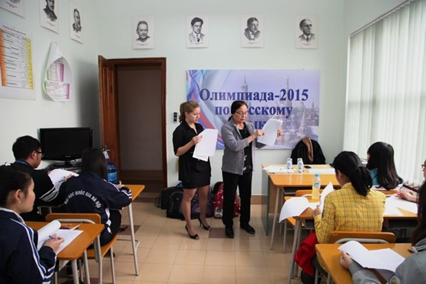 Russian centre director praised for fostering relations with Vietnam hinh anh 1
