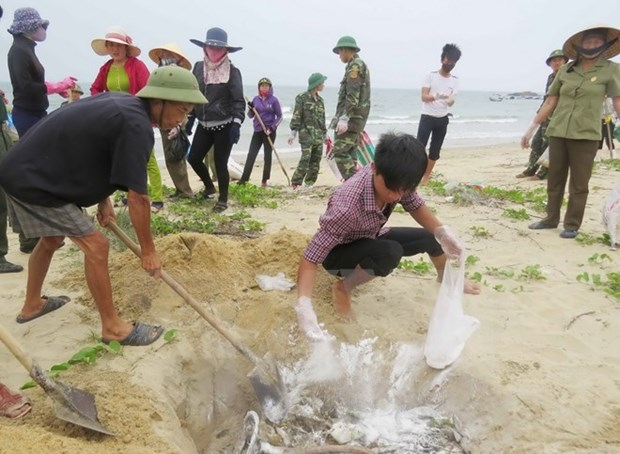 VBS's Central Committee presents gifts to central fishermen hinh anh 1