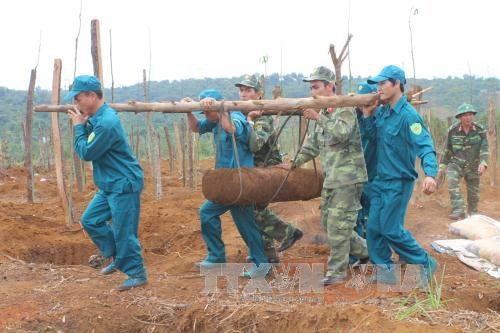 Two massive bombs defused in Dak Nong province hinh anh 1