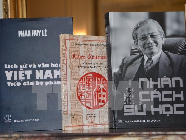Historian Phan Huy Le honoured by French school hinh anh 1
