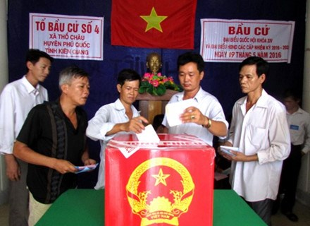 Kien Giang: Voters in Tho Chau island commune go to the poll hinh anh 1