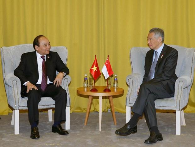 PM Nguyen Xuan Phuc meets ASEAN counterparts in Sochi hinh anh 1