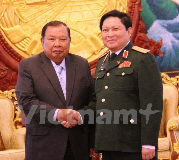 Vietnam, Laos ministries commended on defence cooperation hinh anh 1