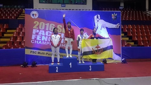 Vietnamese cadets win gold, bronze in Philippines hinh anh 1