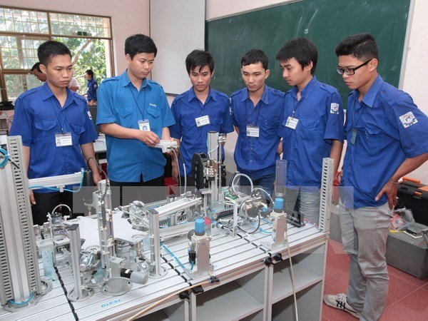 Labour training holds key to meet industrial zones' demand hinh anh 1