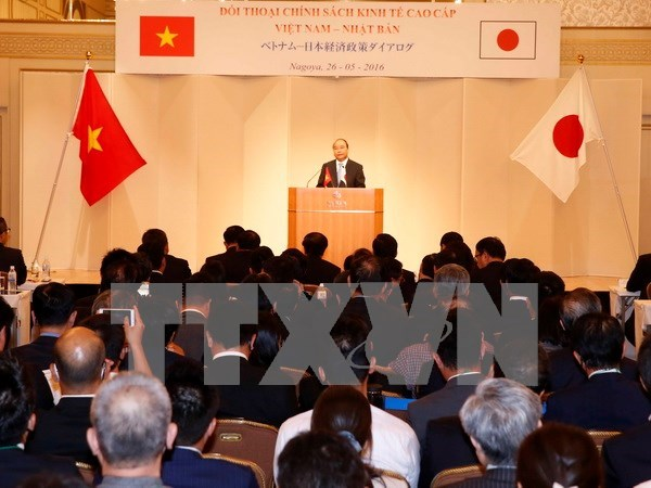 PM attends Vietnam-Japan economic policy dialogue hinh anh 1