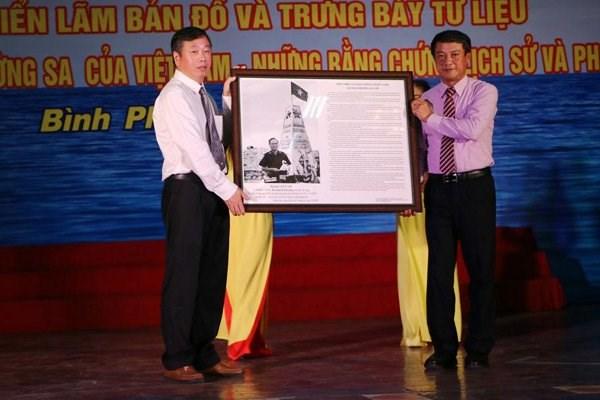 Exhibition on Hoang Sa, Truong Sa opened in Binh Phuoc hinh anh 1
