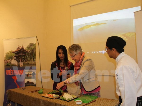 Vietnamese food delights guests at event in Argentina hinh anh 1