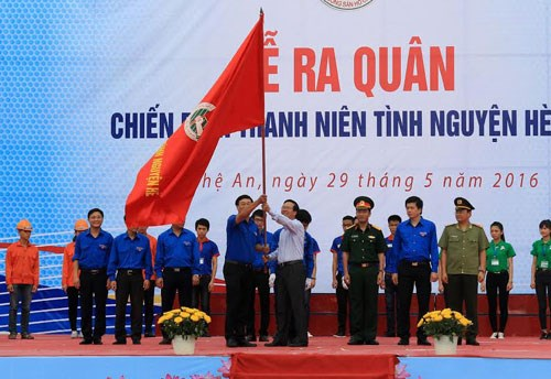 Summer youth volunteer campaign launched in Nghe An hinh anh 1