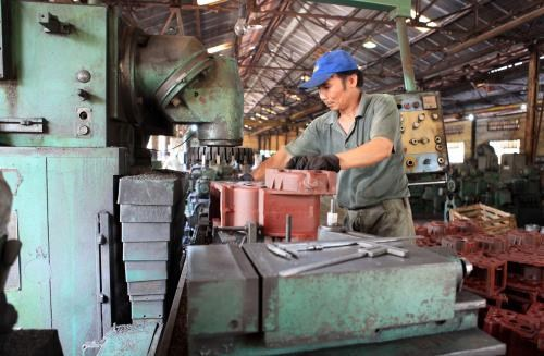 Industrial production picks up 7.5 pct in first five months hinh anh 1