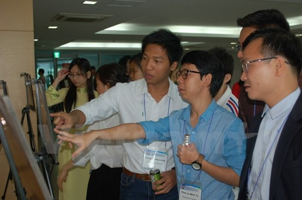 Vietnamese students talk science at Seoul conference hinh anh 1