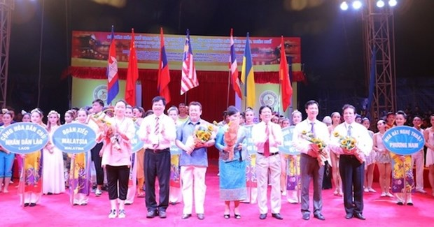 International circus festival underway in Thua Thien-Hue hinh anh 1