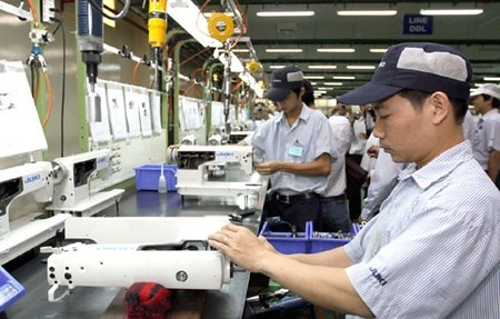 Retail, manufacturing sectors slow HCM City economy hinh anh 1