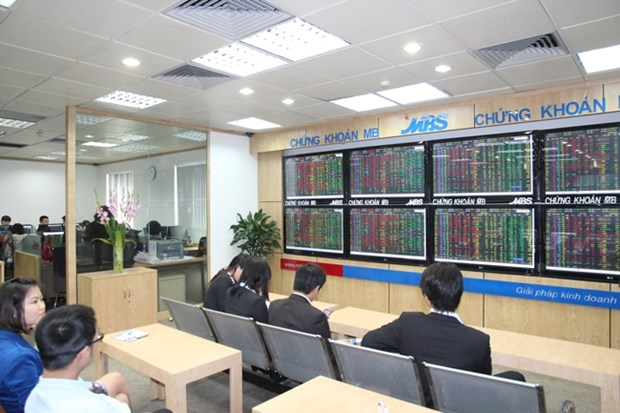 Vietnamese shares extend gains on both markets hinh anh 1