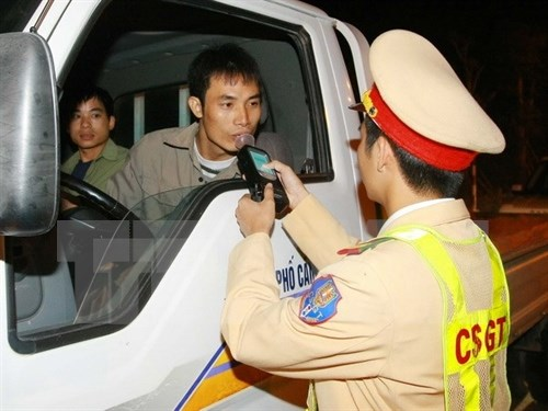 Traffic violators face stricter penalties hinh anh 1