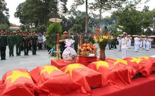 Martyrs' remains reburied in HCM City hinh anh 1