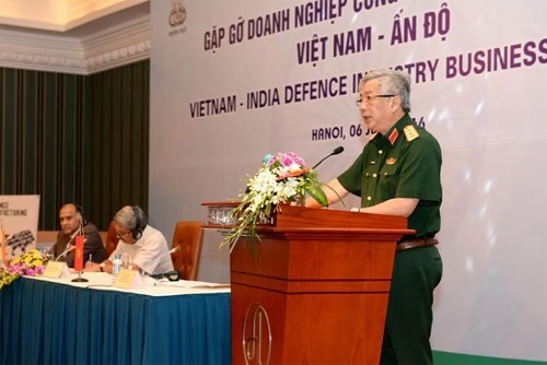 Indian defence chief vows to back business affiliation with Vietnam hinh anh 1