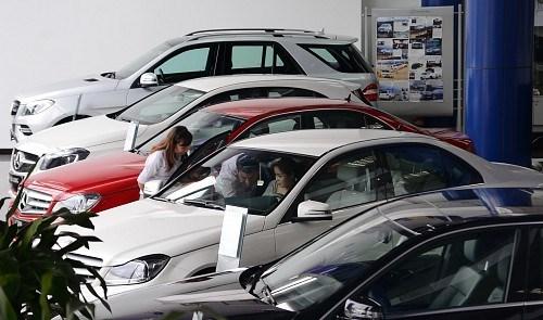 Car imports rise sharply following tax adjustment hinh anh 1