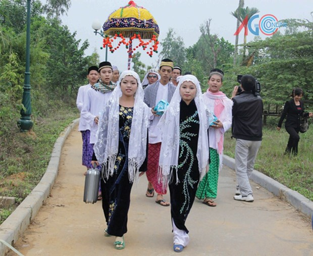 An Giang: Cham ethnic people celebrate Ramadan month hinh anh 1