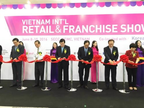 Three int'l trade shows kick off together in HCM City hinh anh 1