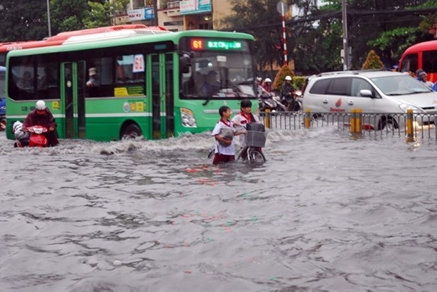 HCM City flood-control project to proceed hinh anh 1