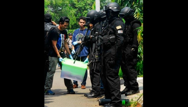 Indonesia arrests three suspected IS-linked militants hinh anh 1