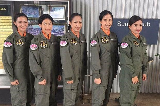Thai air force welcomes first five female pilot trainees hinh anh 1