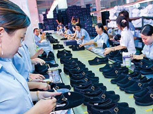 Footwear exports reach nearly 5 billion USD hinh anh 1