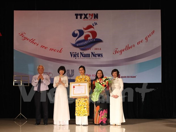Viet Nam News marks 25 years of development hinh anh 1