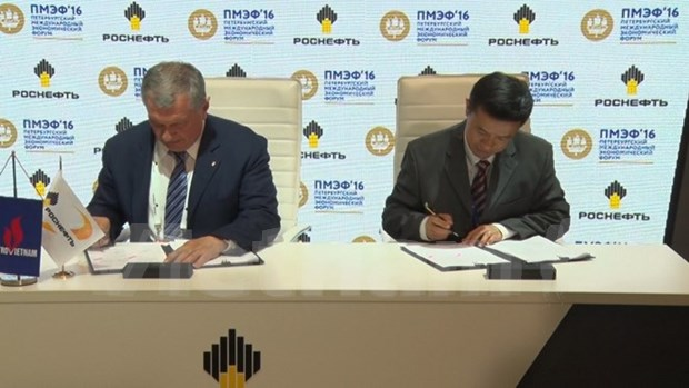Russia inks oil supply deal with Vietnam hinh anh 1