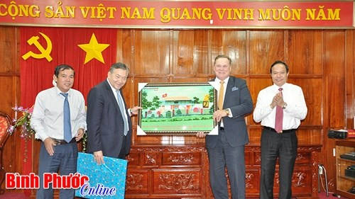 Canadian group to help Binh Phuoc firms hinh anh 1