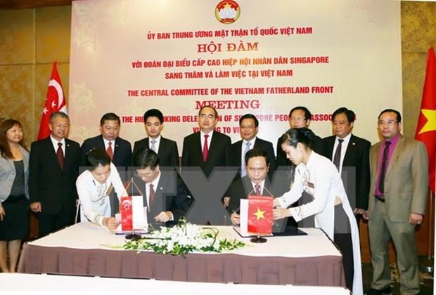 Vietnam, Singapore volunteers to enhance mutual understanding hinh anh 1