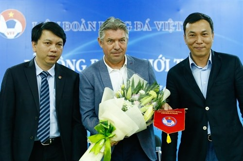 Gede expected to revamp Vietnam football hinh anh 1