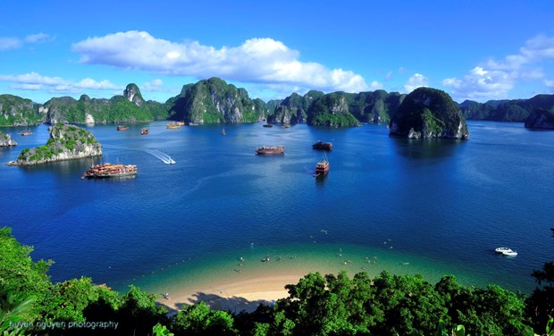 Quang Ninh boost tourism cooperation with Lao, Thai partners hinh anh 1