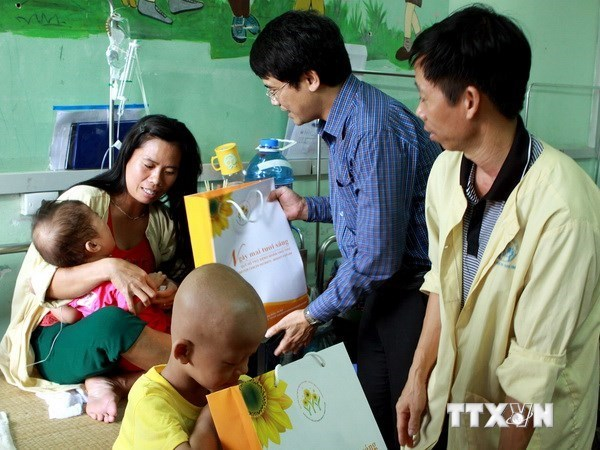 Vietnam doctor attends international cancer congress hinh anh 1