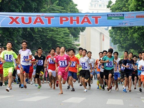 Newspaper holds traditional Run for Peace hinh anh 1
