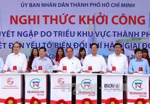 PM witnesses launch of two big projects in HCM City hinh anh 1