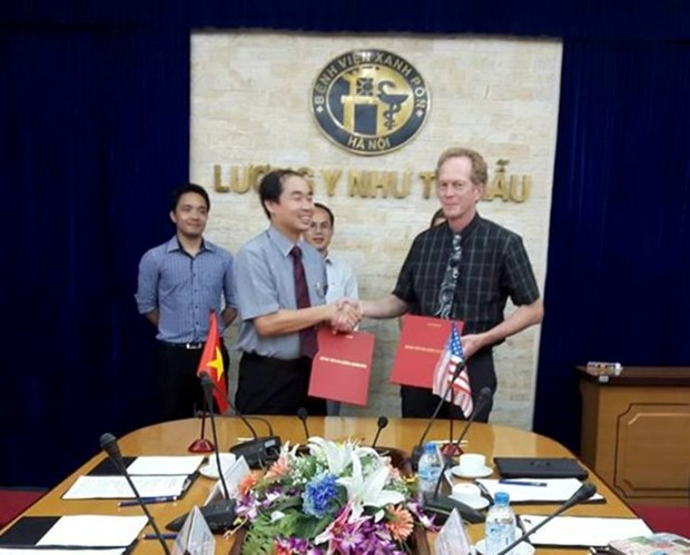 US hospital helps Hanoi counterpart in professional training hinh anh 1