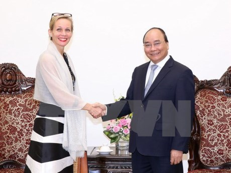 PM bids farewell to Swedish, Myanmar ambassadors hinh anh 1