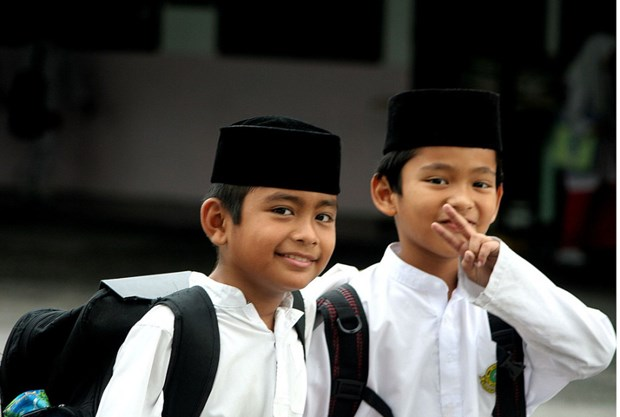 Malaysian parents spend big on kids' education hinh anh 1