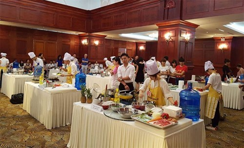 Korean cooking contest takes place in Hanoi hinh anh 1
