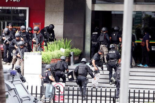 Suicide bomber attacks police station in Indonesia hinh anh 1