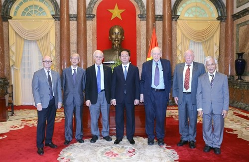 President calls for more support from foreign scientists hinh anh 1