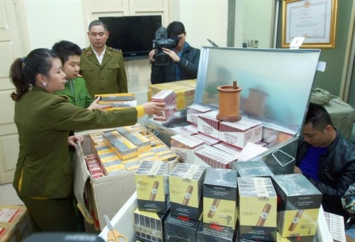 Government targets smuggled and counterfeit goods hinh anh 1
