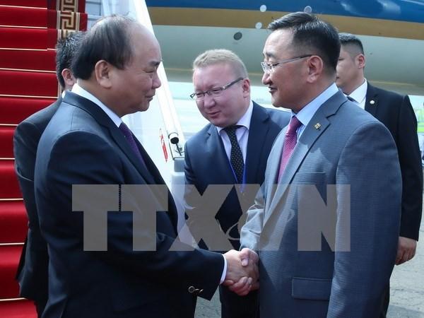 Prime Minister arrives in Ulan Bator, begins official visit hinh anh 1