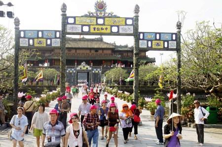 Hue ancient citadel tops tourist destinations in Vietnam hinh anh 1