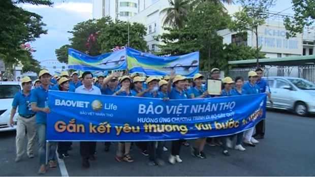 Charity walk invites donations for poor children in Binh Thuan hinh anh 1