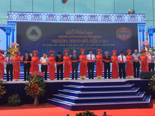 Local, int'l real estate firms exhibit products in Hanoi expo hinh anh 1