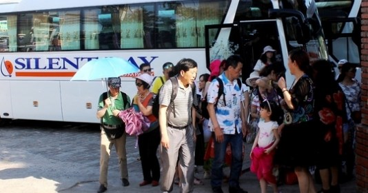 Khanh Hoa: Travel firm fined for hiring illegal foreign workers hinh anh 1